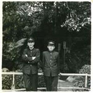 高校の生徒会メンバー目黒征爾氏と並ぶ写真